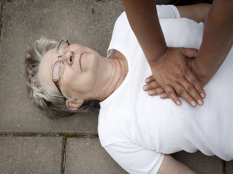 Kneeling Posture Impacts Chest Compressions' Effectiveness