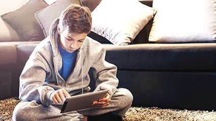 Screen Time Tied to Binge Eating in Preteens