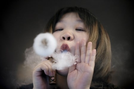 Chinese government bodies call for prohibition on vaping in public
