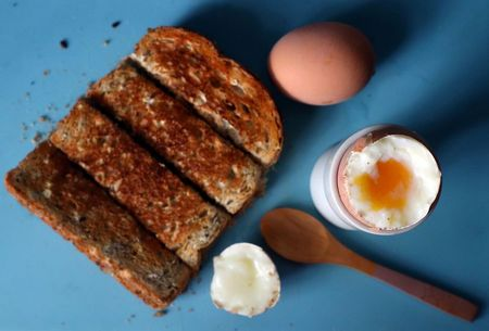 Swapping out eggs, white bread for oatmeal linked to lowered stroke risk