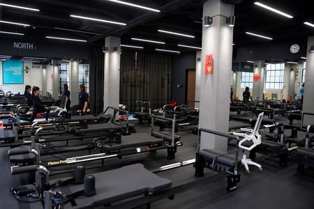 Gyms in China livestream routines as coronavirus keeps patrons away
