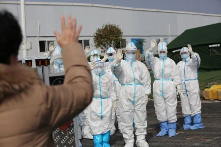 China encourages export of medical suits to meet overseas demand amid virus outbreak