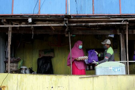Indonesia reports 375 new coronavirus infections, 26 deaths