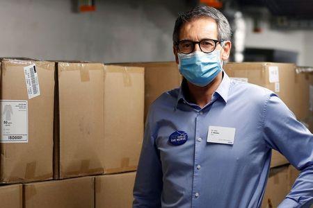 Swiss doctor taps his past to help Zurich meet PPE needs
